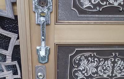 開け閉めしづらい玄関のMIWAの鍵修理