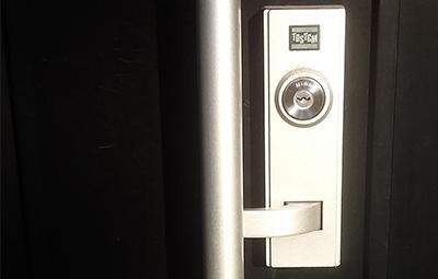 玄関の鍵をMIWAのU9に交換