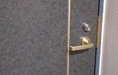 玄関の鍵をカバスターネオに鍵交換