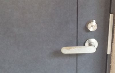玄関の鍵をカバスターネオに交換