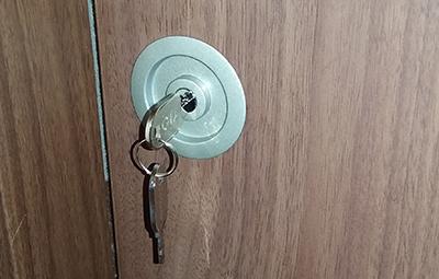 鍵穴から抜けなくなった部屋の鍵