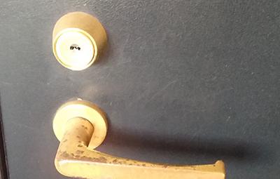 玄関のMIWAの鍵開け