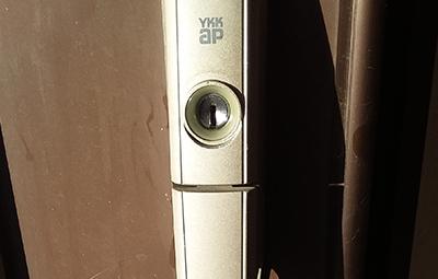 玄関のYKKAPの鍵修理