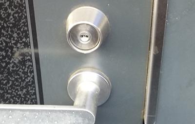 MIWAのURシリンダーが付いた玄関