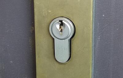 抜き差ししづらい玄関のHORIの鍵