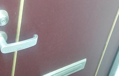 鍵をなくして開けられない玄関ドア