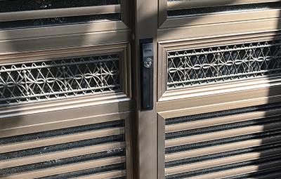 玄関の引き戸の鍵をカバスターネオに鍵交換