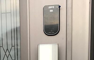 玄関の鍵を電子錠に鍵交換