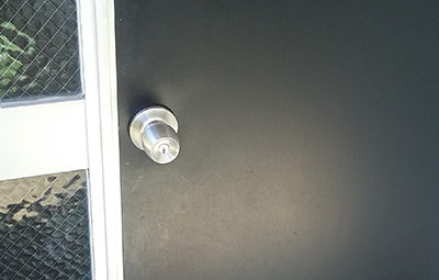 SHOWAの鍵に取り替えた玄関ドア
