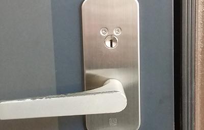 玄関のWESTのアクト面付錠の鍵開け