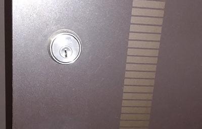 鍵が挿さらなくなった玄関ドアのGOALの鍵穴